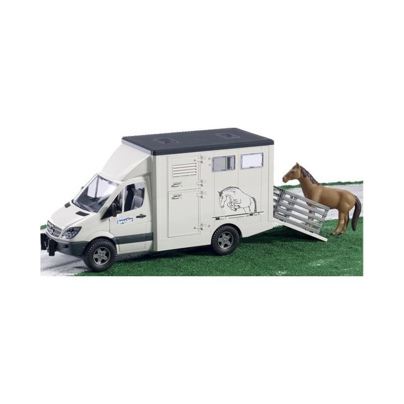 Camion de transport Mercedes avec cheval